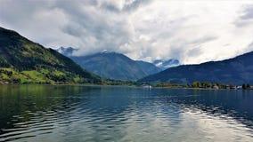 Montagnes et lac Photographie stock