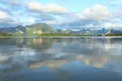 Montagnes et lac de chaux de belle vue Images libres de droits