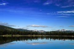 Montagnes et lac du Colorado Photographie stock libre de droits