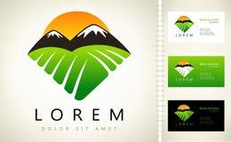 Montagnes et logo de vecteur du soleil Photos libres de droits