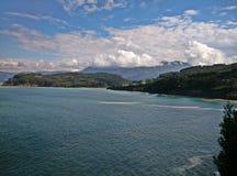 Montagnes et mer photo libre de droits