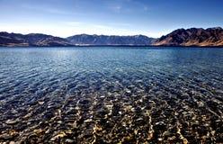 Montagnes et mer du Nouvelle-Zélande Images libres de droits