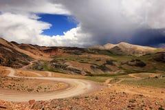 Montagnes et montagnes colorées du Pérou du sud Image stock