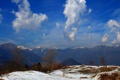 Montagnes et neige Photo libre de droits
