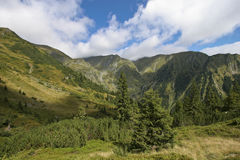 Montagnes et nuages Photo libre de droits