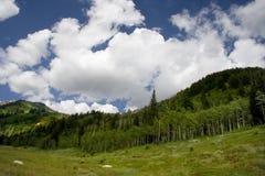 Montagnes et nuages Photos libres de droits