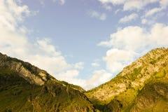Montagnes et nuages Montagnes d'Altai Image libre de droits