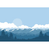 Montagnes et paysage brumeux de forêt - crêtes couvertes de neige illustration libre de droits