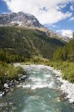 Montagnes et portrait de rivière Image libre de droits