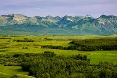 Montagnes et prairies Photographie stock libre de droits