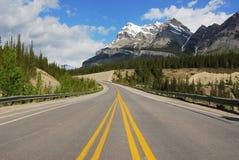 Montagnes et route Photographie stock libre de droits