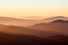 Montagnes et soleil photographie stock libre de droits