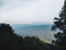 Montagnes et usines Photo libre de droits