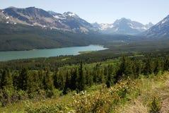 Montagnes et vue de lac Photo stock