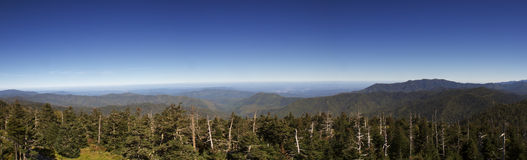 Montagnes fumeuses de panorama Photo stock