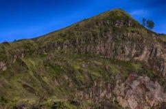 Montagnes indonésiennes, île de Bali, le volcan actif de Batur Photos libres de droits