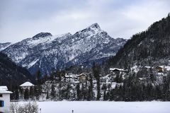 Montagnes italiennes des dolomites pendant l'hiver image stock