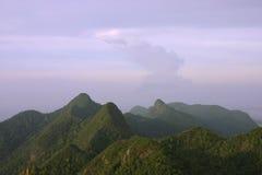 Montagnes mates de Cincang au crépuscule Photo libre de droits