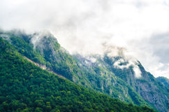 Montagnes nuageuses Photographie stock