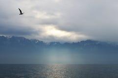 Montagnes par temps nuageux Photos stock