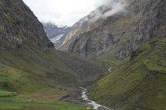 montagnes parmi des nuages au ladakh de Leh Images stock