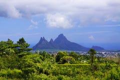 Montagnes pointues chez les Îles Maurice Photos stock