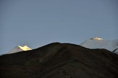 Montagnes près de lac Pangong, Inde de Ladakh Photo stock