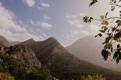 Montagnes près de vieille barre, Monténégro photographie stock libre de droits
