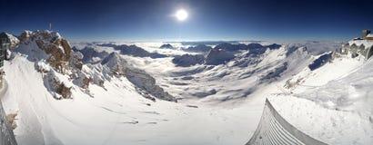 Montagnes recouvertes par neige Photographie stock libre de droits