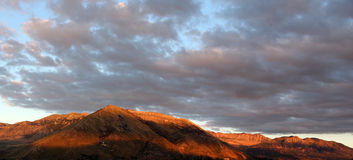 Montagnes rocheuses au coucher du soleil, madonie, Sicile Photographie stock libre de droits