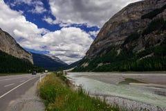 Montagnes rocheuses canada Route express de champs de glace, rivière de Sunwapta Photo libre de droits