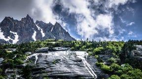 Montagnes rocheuses d'Alaska de Colombie-Britannique d'auberge de chaîne de montagne Images stock