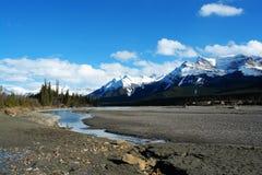 montagnes rocheuses et fleuve Photographie stock libre de droits