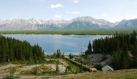 Montagnes rocheuses et lac image stock