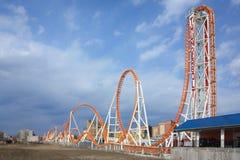 Montagnes russes de coup de foudre en île de lapin Luna Park dans Broo Images stock