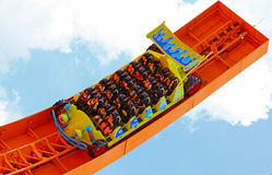 Montagnes russes de coureur de Rc chez Disneyland Hong Kong Images stock