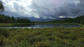 montagnes Russie de lac d'altai clips vidéos