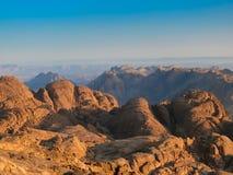 Montagnes sauvages de Sinai. Sur le dessus du support de Moïse Photographie stock