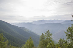 Montagnes sibériennes majestueuses Khamar-Daban Image stock