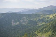 Montagnes sibériennes majestueuses Khamar-Daban Images stock