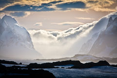 Montagnes Snow-capped en Antarctique Images libres de droits