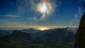 Montagnes, soleil et nuage Photo libre de droits