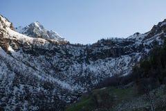 Montagnes tôt de ressort Photos stock
