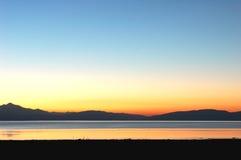 montagnes Thibet de lac Photographie stock libre de droits