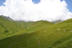 Montagnes vertes de Caucase photo libre de droits