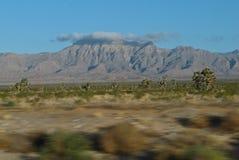 Montagnes vues de 15 d'un état à un autre couverts en nuages près d'OVerton, Nevada Photo libre de droits