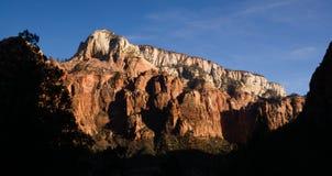 Montagnes Zion National Park de fin de l'après-midi de vue panoramique hautes photographie stock libre de droits
