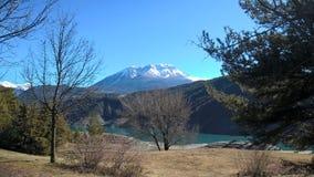 Montain sjö som är tyst fotografering för bildbyråer