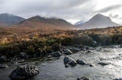 Montains en Sligachan, isla de Sye, Escocia Imagenes de archivo