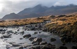 Montains y torrente en Sligachan Foto de archivo libre de regalías